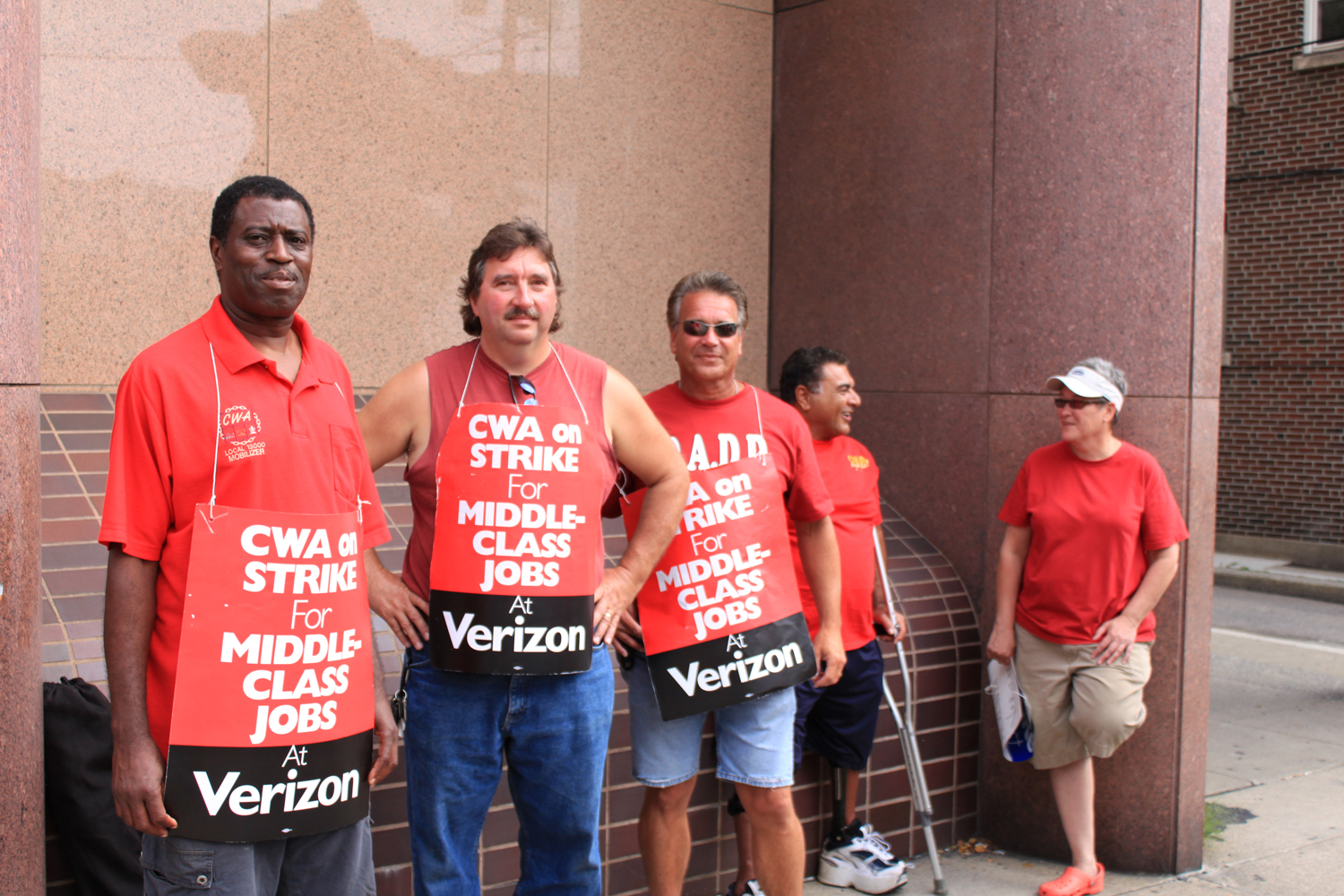 Verizon Workers on Strike 2