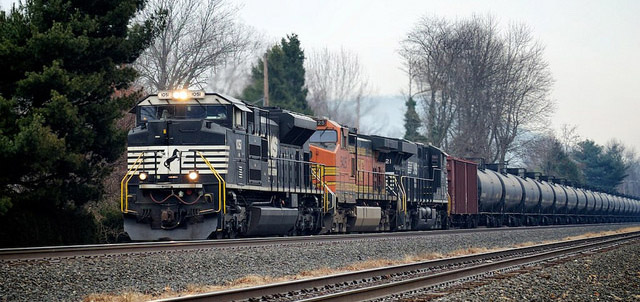 Oil Train West of Harrisburg, PA. Photo Credit: Cody Williams, Flickr.