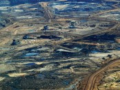 Tar Sands, Alburta. Photo Credit: Dru Oja Jay, Dominion (CC), Flickr (cropped).