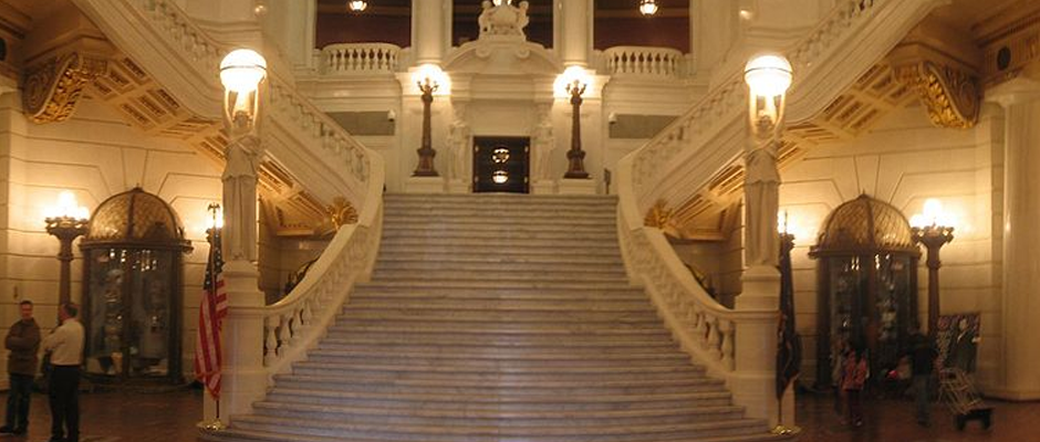 The rotunda steps leading to the Capitol Newsroom.  Found on Wikicommons (Ruhrfisch)